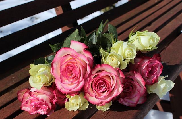 букет из роз, розовые розы, белые розы
