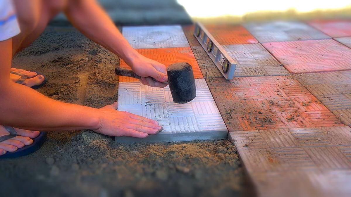Как сделать тротуарную плитку своими руками видео