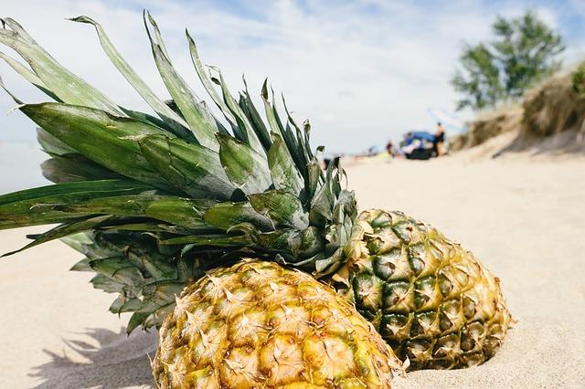 ананас, песок, пляж