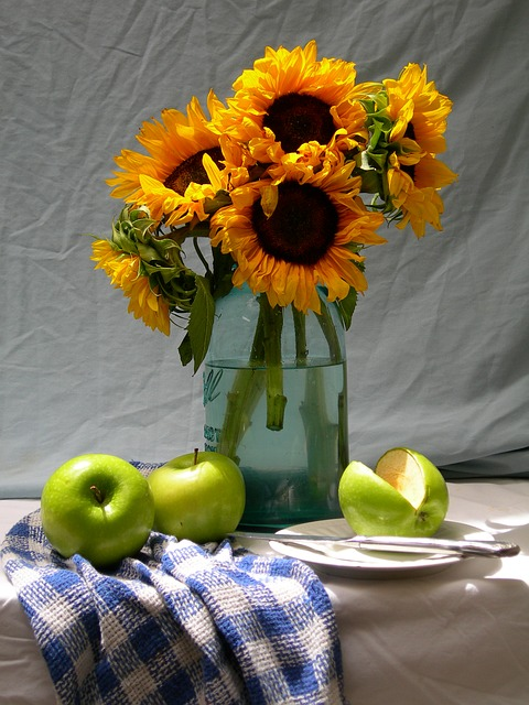 подсолнухи, яблоки, жизнь